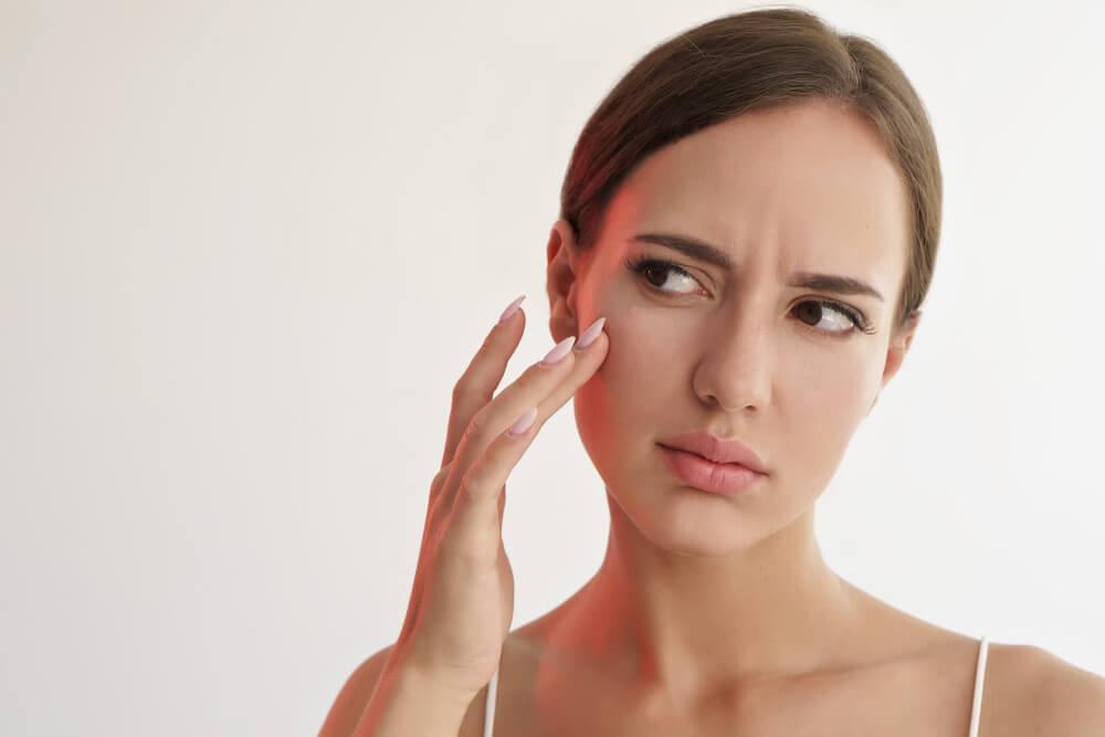 「クリニックを予約する前に!シミ・肝斑取りレーザーや光治療などそれぞれの特徴は?」のアイキャッチ画像